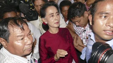 Suu Kyi's NLD projects landslide victory