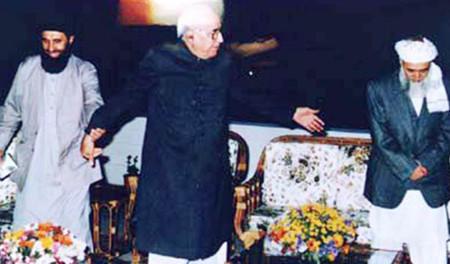 President of Pakistan Ghulam Ishaq with Afghan Munjahideen