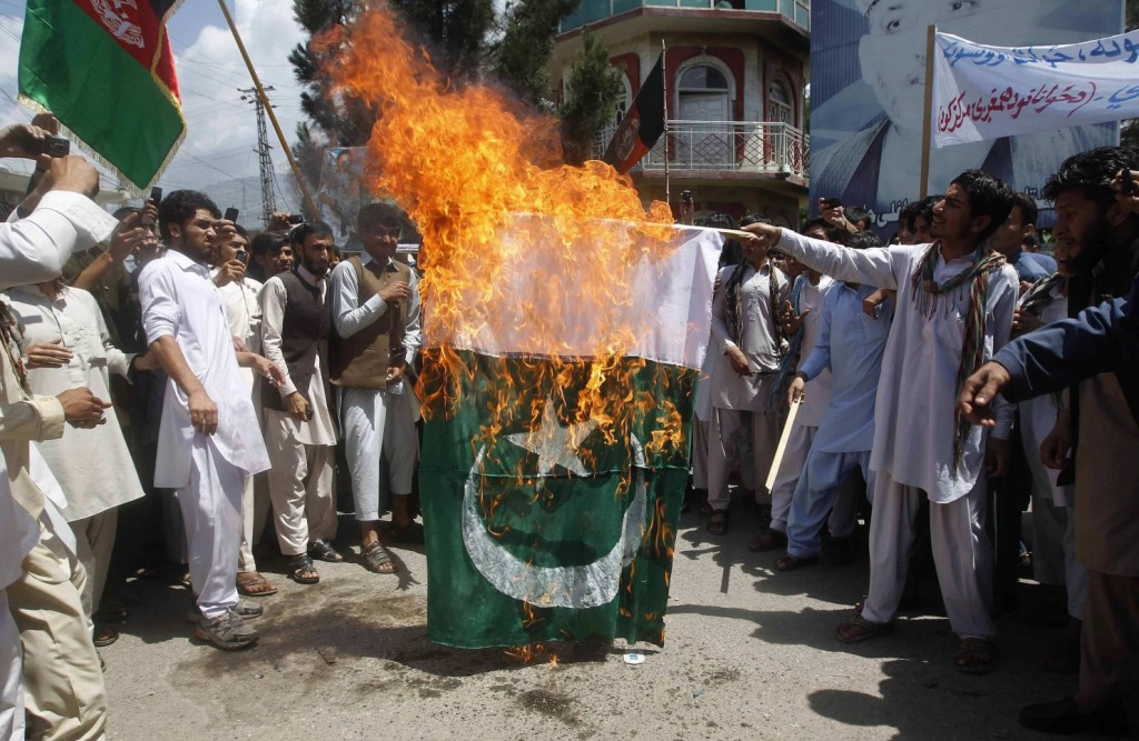 Afghans are burning the flag of Pakistan