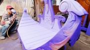 Pekerja skala usaha kecil, mencat mebel pesanan di daerah Sarakan, Sepatan, Kabupaten Tangerang, Banten, Senin (26/1)