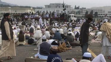 pro-Qadri protesters continue sit-in outside Parliament