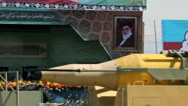 Iran 'conducts new ballistic missile tests'