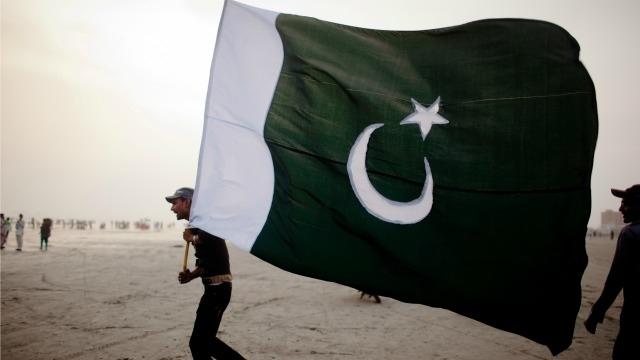 Pakistan police cracks down