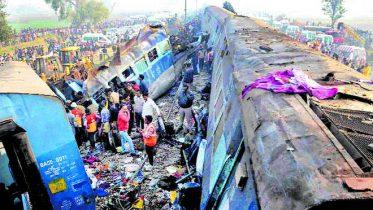14 coaches derail, 120 die