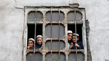 حکومت او طالبانو افغان سکولونه