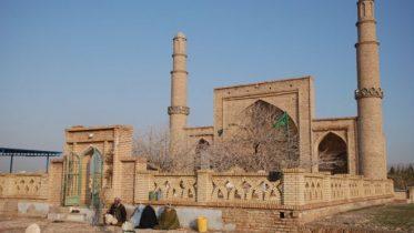 هرات د ۷۰۰ تاریخي اثارو کور، خو درې لارښوونکي لري
