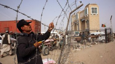 پاکستان ولې له افغانستان سره پر پوله کټارې او خنډونه جوړوي