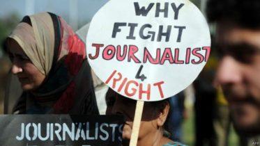 پاکستان کې له دوو لادرکه شويو خبریالانو یو یې پیدا شوی